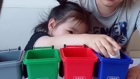 快乐的往事:宝贝教大家垃圾分类哦
