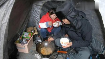 自驾旅行,进入内蒙古的第一顿饭,晚上零下10几度,一点也不冷