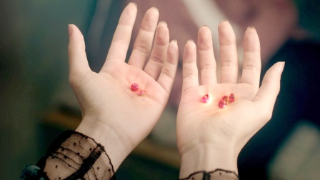 活了500年的吸血鬼,只要被她咬一口,血液就能变成红宝石