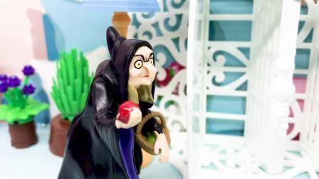 女巫变成皇后的样子,用魔法让白雪昏睡,从而破坏白雪的婚礼