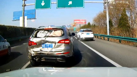 交通事故合集:高速路上跟车太近,连环追尾让人猝不及防