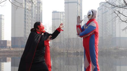 奥特曼真人版:怪兽污染环境,绿巨人阻止被打败