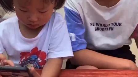 童年的记忆:宝宝把妈妈的火龙果偷吃了