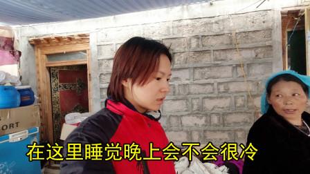 妹子独自旅行借宿藏民家,露天院子上厕所,40块钱一晚都啥条件?