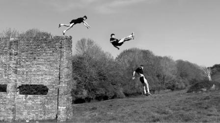 英国跑酷运动员Travis Verky2020精简黑白版合集