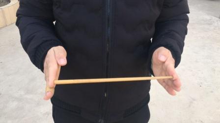 魔术教学:空手消失筷子,学会后骗朋友玩