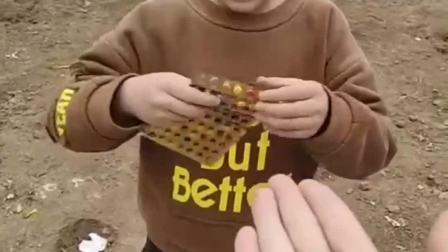 童年的记忆:吃药药糖啦!哎!老三怎么回事