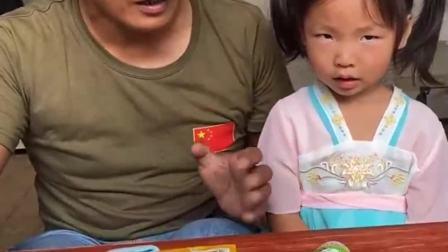 童年的记忆:宝贝和爸爸一起唱歌