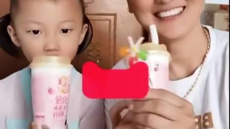 童年的记忆:宝贝的奶茶好不好喝呀