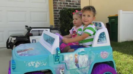 萌娃小可爱有一辆新汽车,大方的和哥哥分享