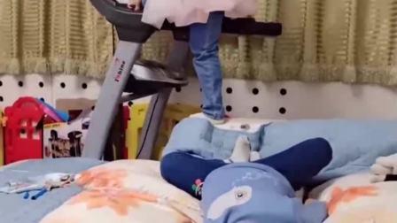 童年的记忆:宝贝你站那么高干嘛