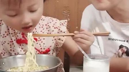 童年的记忆:宝贝今天吃面条喽