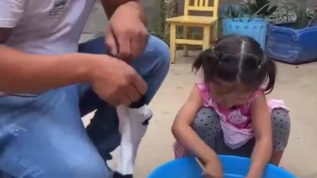 童年的记忆:宝贝会自己刷鞋子啦