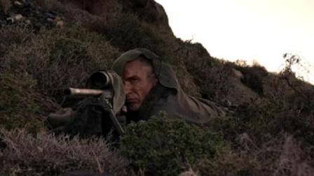 影视:精英狙击手巅峰对决,两千米开外一枪击毙对手,威力真大!