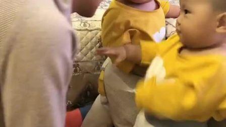 童年趣事:又看到他爱吃的香蕉了!