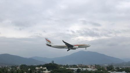 西藏航空A330降落三亚机场08跑道