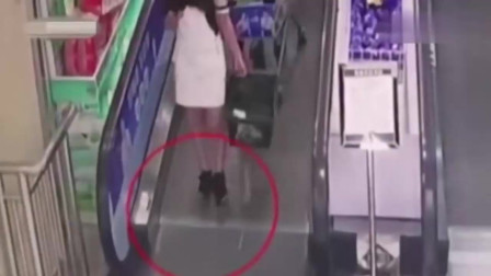 短裙女子刚要下电梯,突然倒地不起,监控拍下无助一幕