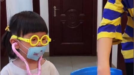 童年趣事:这么小可以当医生吗