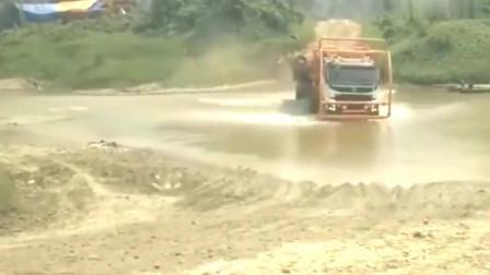 大货车:霸气的老司机驾驭大货车暴力过河,油门踩到底,画面让人紧张!