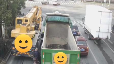 大货车:是什么事情这么急,非得在大货车夹缝中抢到!