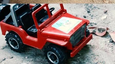 认识工程车玩具 越野车在仓库里发现了好多的金币