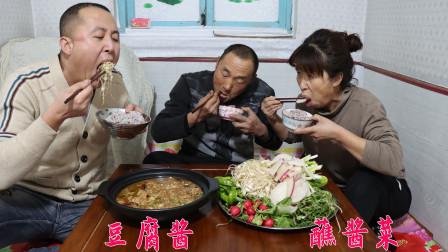 东北的蘸酱菜,蘸着美味的豆腐酱,这也太香了,给肉都不换