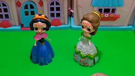 白雪和贝儿有一盒糖果,母后说谁画的画好看,谁就能吃糖果