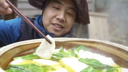 青 菜 豆 腐 汤