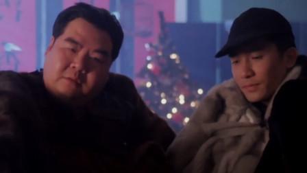 梁朝伟和郑则仕偷了一堆貂皮大衣,结果被老爸骂没出息,太逗了