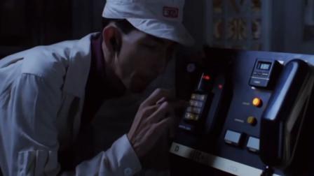 小偷想进豪宅偷东西,怎料这个门撞邪了,就算门开着也进不去