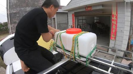小多给车顶装了一个100斤大水箱,以后自驾游用水特别方便了