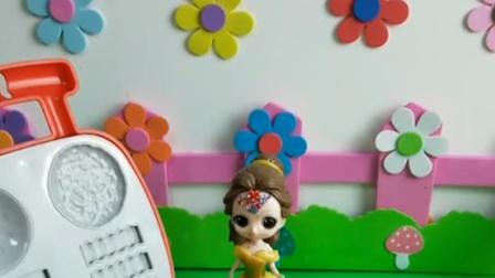 趣味玩具:豆腐女孩贝儿给白雪做汉堡