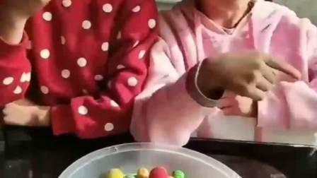 童年的记忆:哼,糖都在你们嘴里了还说没有吃