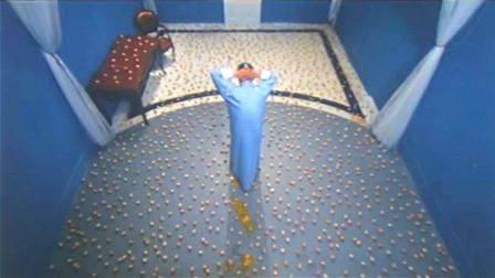 大叔被关进全是鸡蛋的房间,踩破一颗减3年寿命,结果他全踩碎了