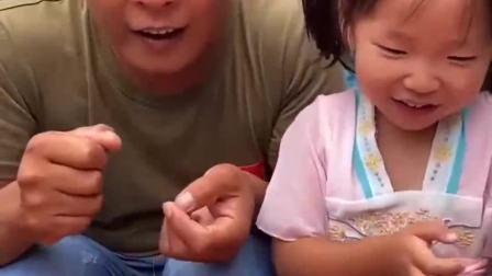 童年的记忆:妈妈给宝贝带来了什么好玩的呀