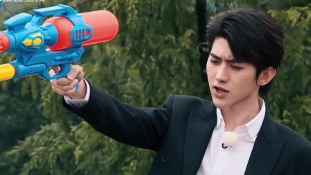 奔跑吧:蔡徐坤扮演持枪杀手,李晨居然忘记给水枪打气!