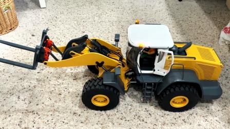 演示一款仿真遥控液压装置装载车玩具