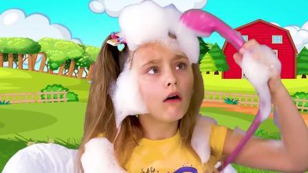儿童亲子互动,小姐姐假扮修理工修理魔法电烤箱淋浴头,来看看
