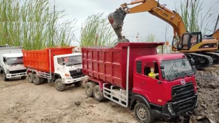 彩色卡车运输泥沙
