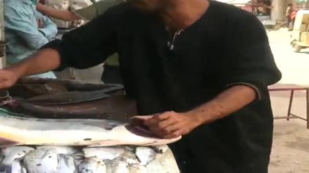 巴基斯坦大叔在街头卖鱼,我给巴铁写的招牌怎么样