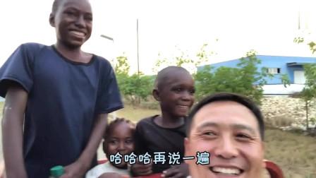 老外:第一次见中国三轮车,没坐够就是不下去,不撵他们都不回家