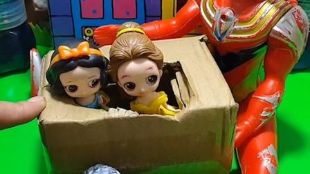 白雪和贝儿都进了箱子,母后是坏人,奥特曼教训了母后