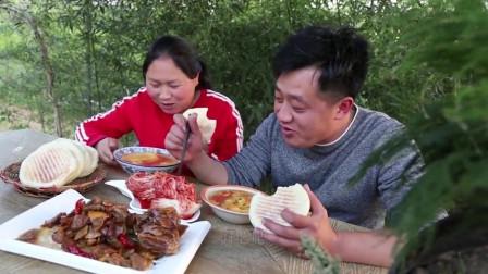 胖妹拿河蚌去炒腊肉,没想到这味道也太馋人了,又香又辣真过瘾