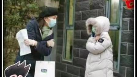 泪目!近日,河北石家庄一抗疫人员十几天没与孩子相见。担心感染风险,十分钟的匆匆相聚,他们只能隔空拥抱。
