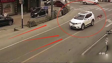 女司机又出来祸害人了!这也能撞上,把车卖了都不够赔的,监控记录全程
