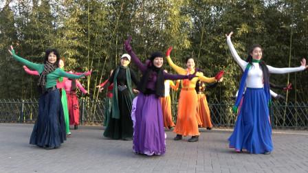 广场舞《草莓姑娘》经典的歌曲,优美的舞步,好听好看