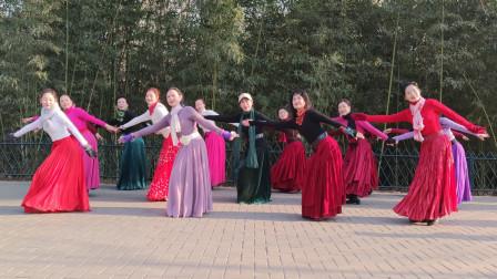 广场舞《梦见你的那一夜》百听不厌的旋律,优美的舞步,美极了