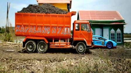 趣味益智玩具 各种大卡车运输泥土