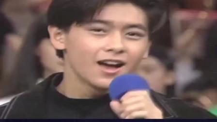 真正十七岁的林志颖,青涩演唱十七岁的雨季,这就是我们青春共同的记忆鸭