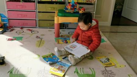 """22个月宝贝模仿读书,展示""""婴""""式""""婴""""语"""